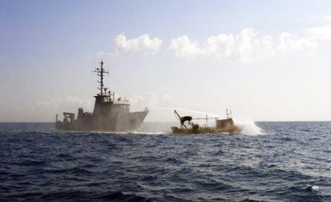 Egyptian naval ship fires at Gaza fishermen