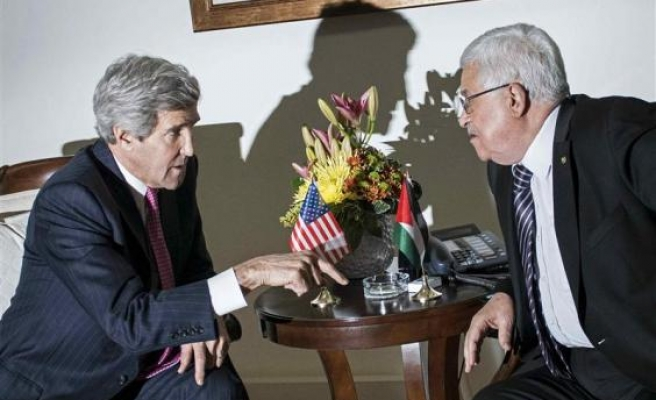 Palestinian leader Abbas to talk with Kerry in Paris