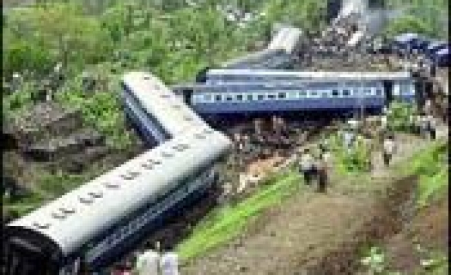 Blasts hit commuter trains in India's Bombay