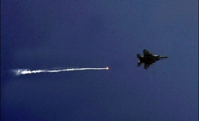 Jordanian warplanes destroy vehicles trying to cross from Syria