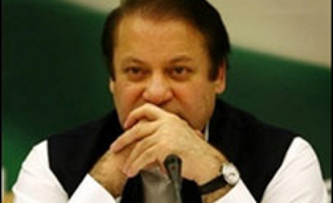 Pakistan PM shuns Indian limo for Nepal summit