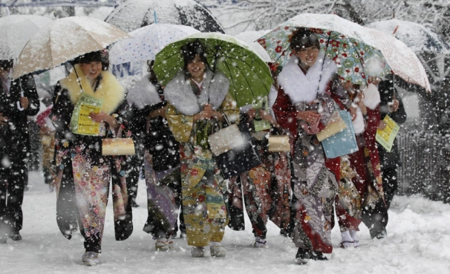 Eleven dead after heavy snow hits Japan