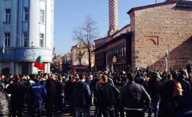 Bulgaria anti-mosque protesters target Turkish consulate