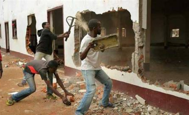 22 reported killed in clashes over C.African Republic town