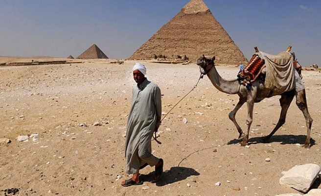 Egyptian debts up and tourism income down
