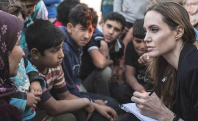 Hollywood actress visits Syrian refugees in Lebanon