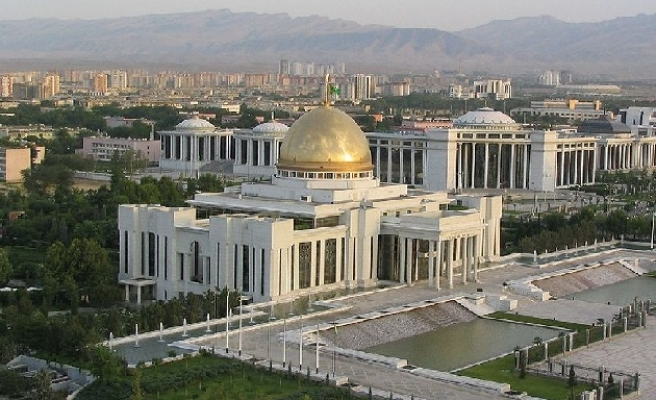 Turkmen government to distribute land for free