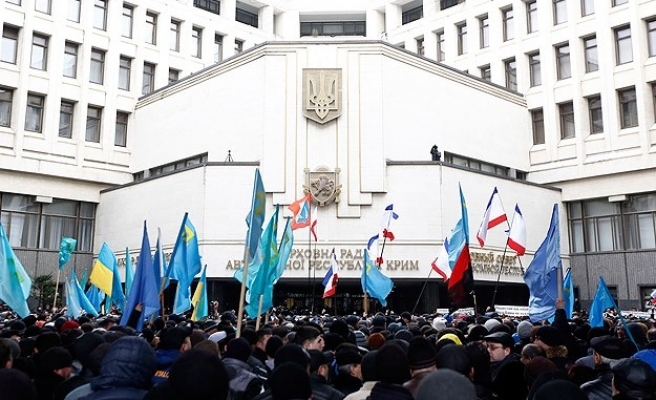 Crimea parliament votes to join Russia, to adopt rouble- UPDATED