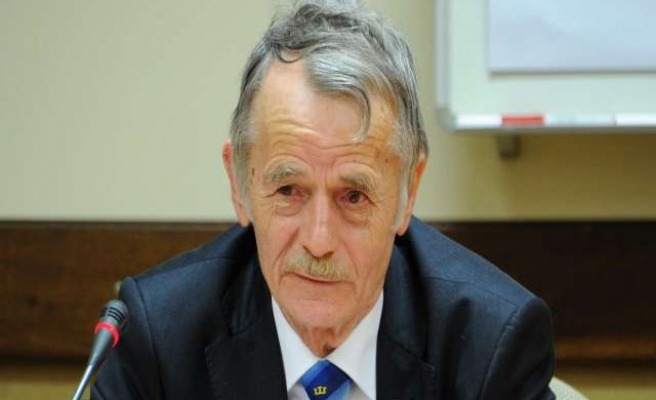 Crimea Tatar leader Jemilev given 5-year ban notice