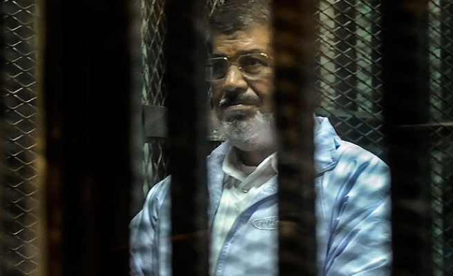Morsi chants in Gaza's support during jailbreak trial