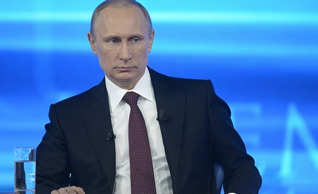Armed men put Putin on the air in eastern Ukraine