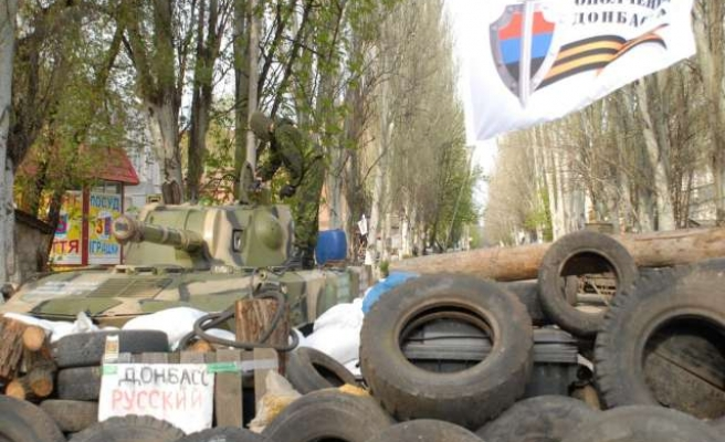 Separatists take buildings in Luhansk, fire on police headquarters