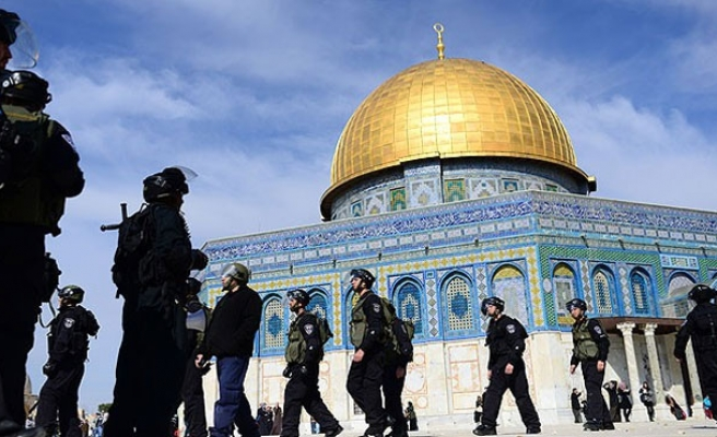 Israeli court bars 16 Palestinians from Al-Aqsa