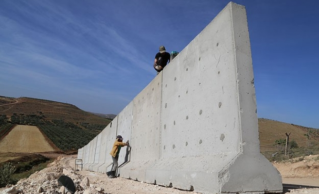 Turkey builds wall in token effort to secure border with Syria