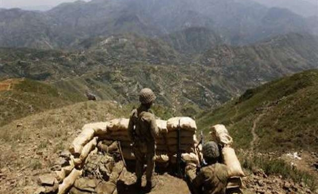 Army air strikes kill 23 fighters in NW Pakistan