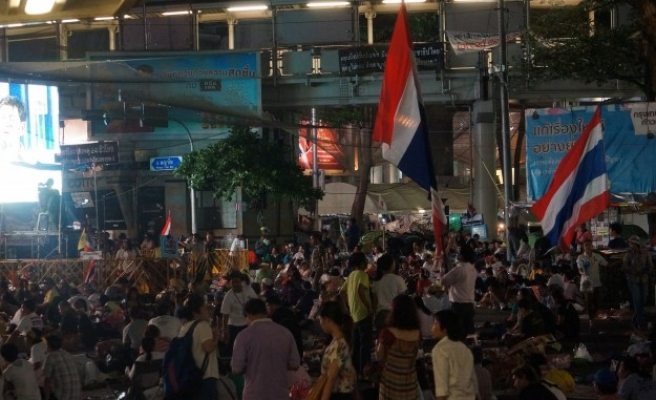 Gov't supporters protest after Thai PM's dismissal- UPDATED