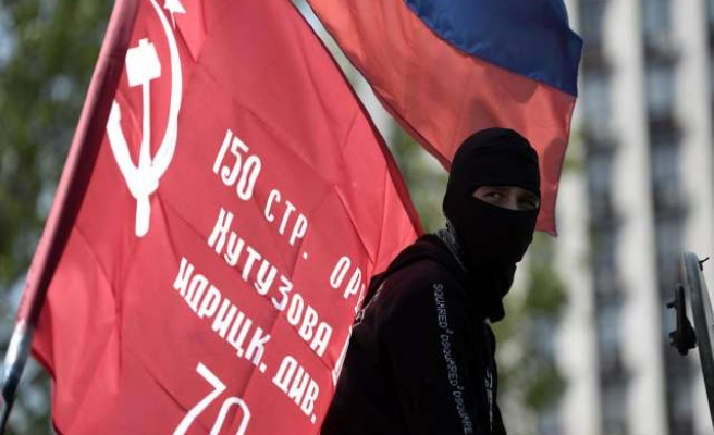 Red Cross workers held for seven hours by east Ukraine activists