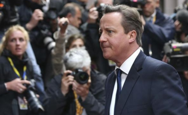 Cameron warns G7 to unite on Russia sanctions