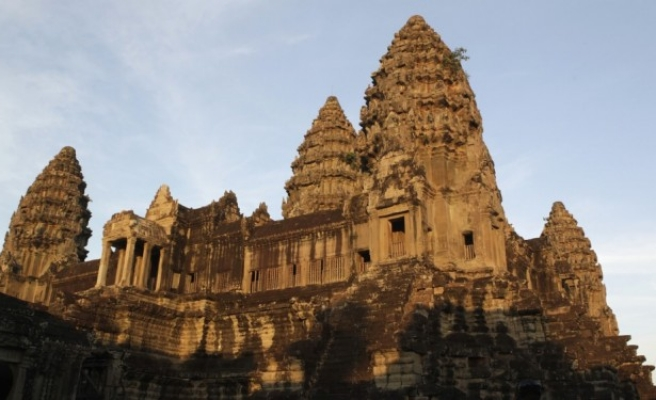 Angkor Watt new rules to keep tourists fully clothed