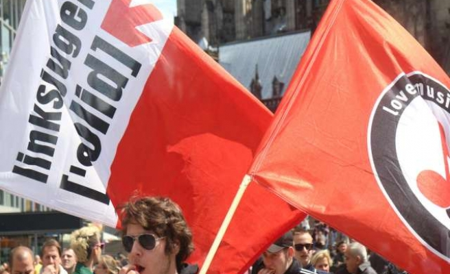 Hooligans and extremists rally in Germany