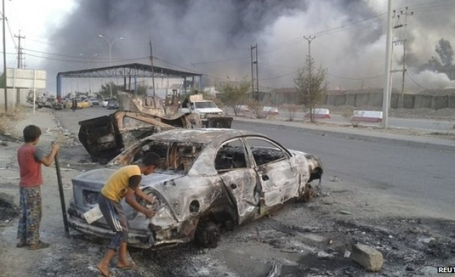 Half a million Iraqis flee Mosul, ISIL seize more cities-UPDATED