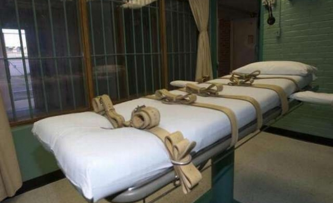 Arizona inmate takes nearly two hours to die in execution