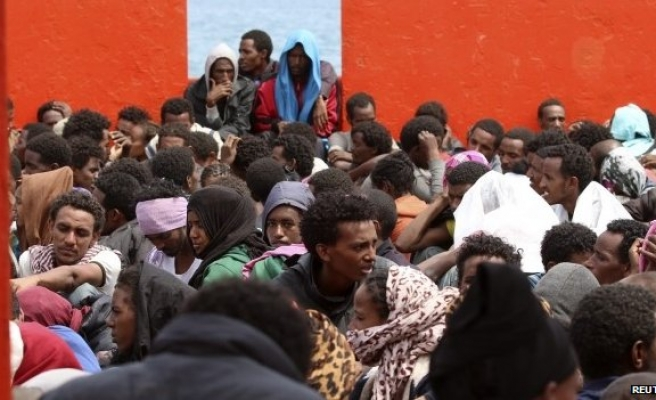 Italy in talks with EU to share responsibility for migrants