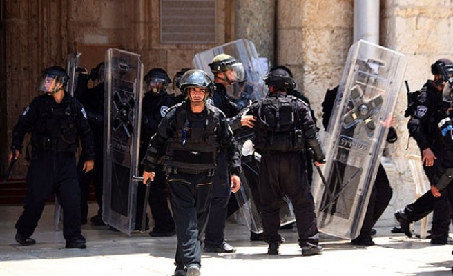 For 3rd week, Israel restricts access to Al-Aqsa Mosque