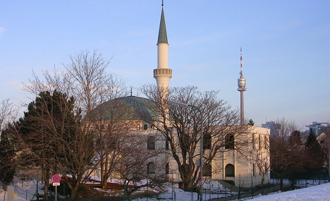 Austrian Muslims accuse government of rights violations