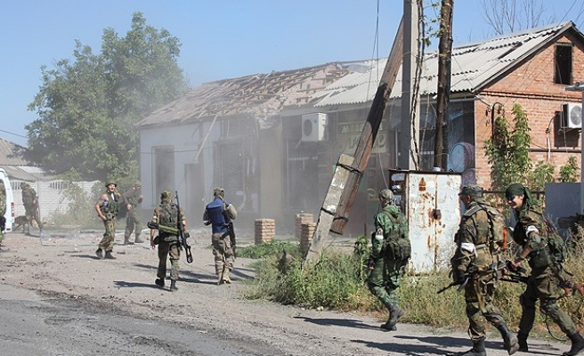 Heavy clashes in Ukraine before expected ceasefire