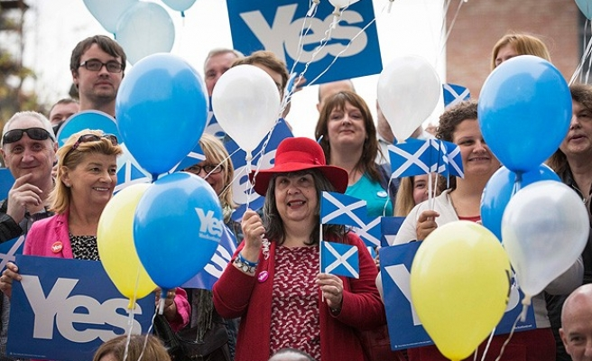 Fate of UK hangs in balance after latest Scotland polls