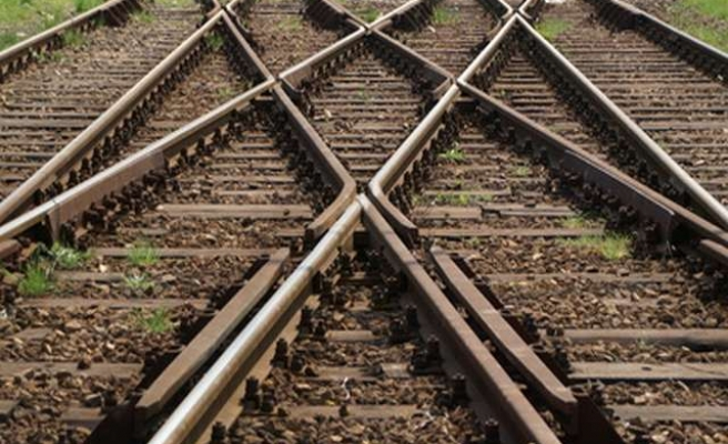 Mexico scraps $3.75 bln China rail deal ahead of state visit