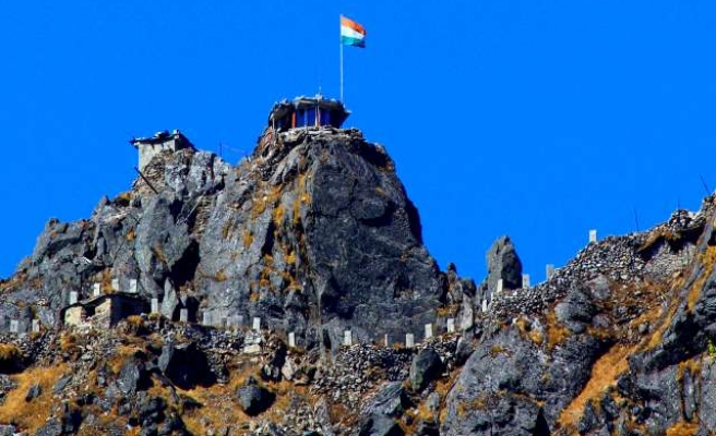 Chinese and Indian troops in Himalayan standoff