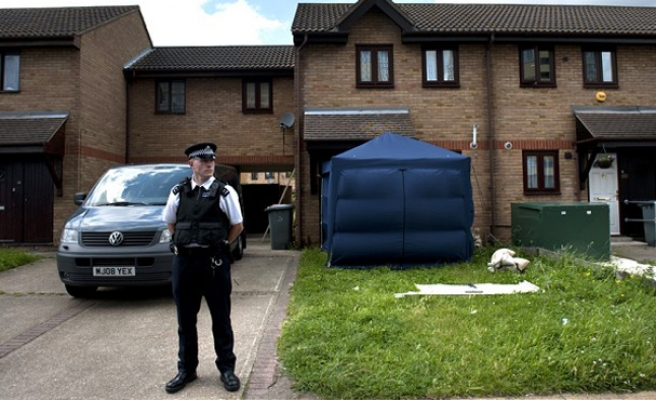 UK police make further arrests in anti-terror inquiry