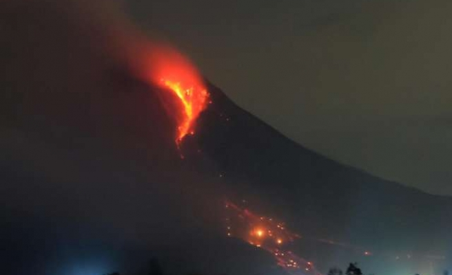 Indonesian airport flights halted as volcano threatens
