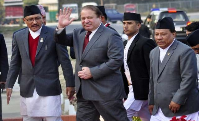 Pakistan's Sharif sets off on 'homecoming' procession
