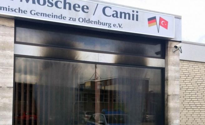 Germans oppose circumcision, new mosques: survey