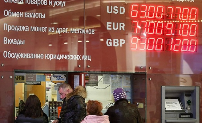 Ukraine prime minister denounces central bank ban on currency trade