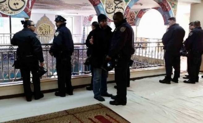 New York police visit Brooklyn Mosque