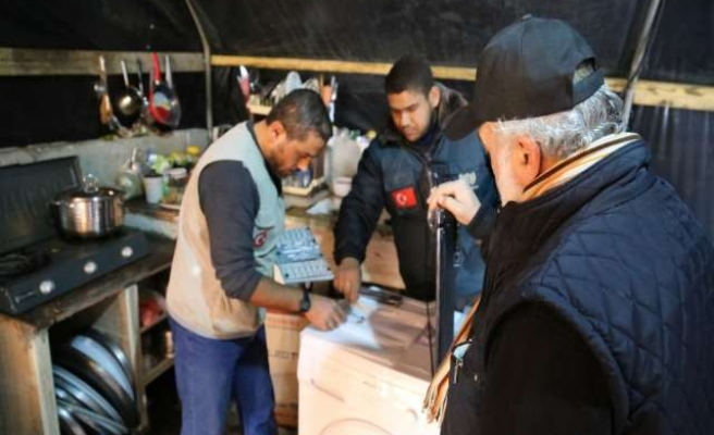 Turkish charity donates winter clothes to Gazans