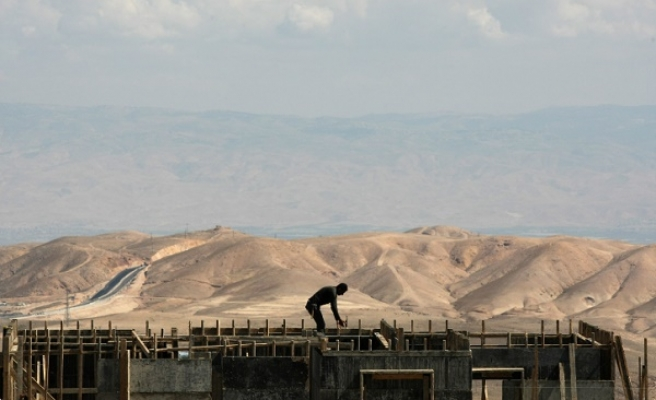 Palestinians to take Israel settlements to ICC