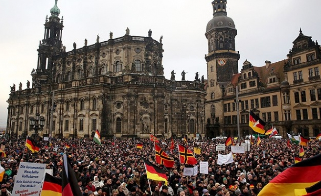Rival group to Germany's PEGIDA draws just 500 at first rally