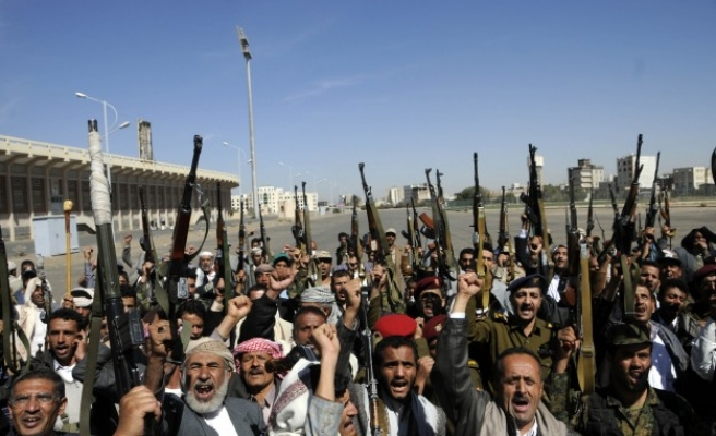 Western embassies closed, thousands protest in Yemen