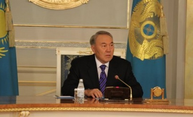 Kazakh MPs ask President Nazarbayev to extend his rule in early polls
