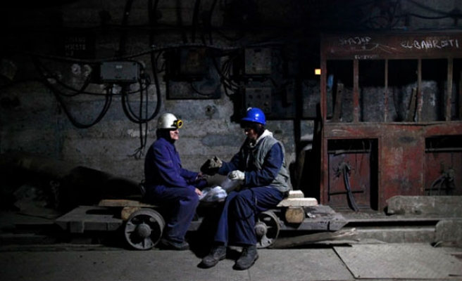 Bosnian 'wild miners' struggling for 5-10 euros a day