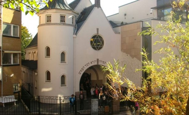Muslims to form human ring around Oslo synagogue