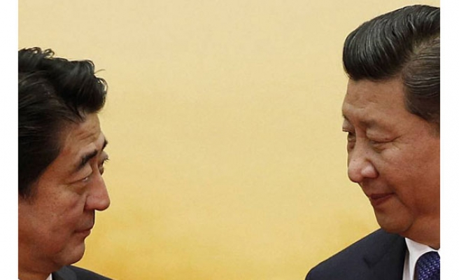 PM Abe and Xi Jinping hold bilateral meeting