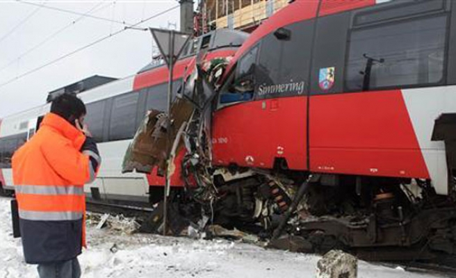 Several badly hurt in Austrian train crash