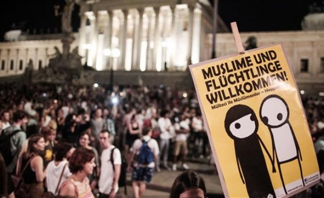 20,000 march in Austria supporting refugees