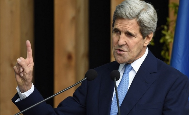 Kerry says no FBI contact over Clinton email probe